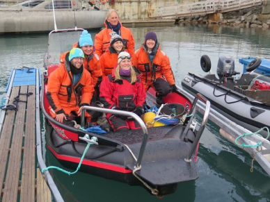 Team photo on the rib